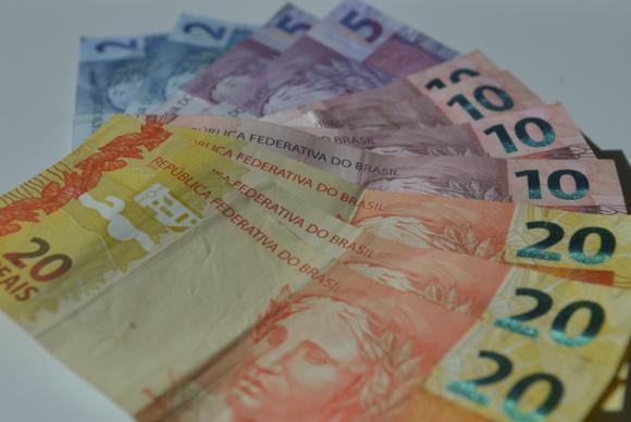 O piso salarial mediano negociado foi de R$ 1.255 em agosto