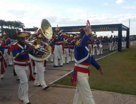 Banda da Guarda Presidencial toca no Planalto música escolhida por internautas