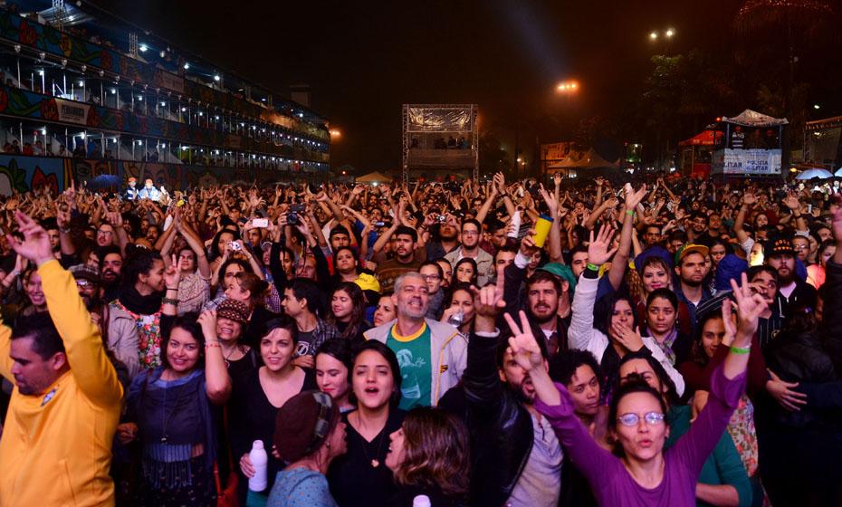 Público do FIG na Praça Guadalajara de Garanhus