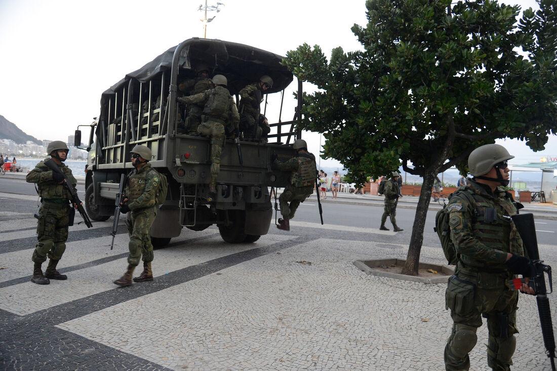 As tropas do Exército estão nas ruas do Rio para combater a violência