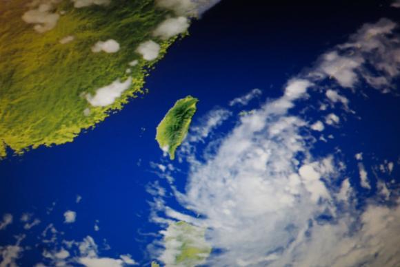 Imagem de divulgação do Escritório Central Meteorológico de Taiwan mostra a movimentação do tufão Hato sobre o Pacífico
