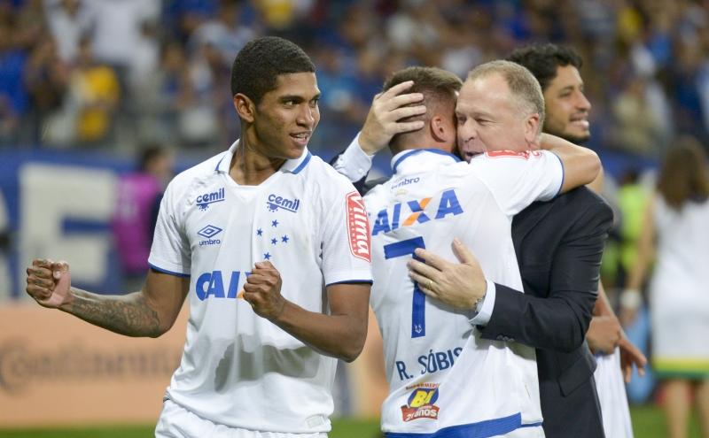 Cruzeirenses comemoram classificação para a final da Copa do Brasil 2017