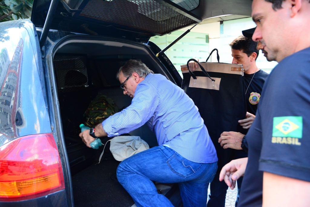 Laudo Aparecido Dalla Costa Zaine sendo conduzido pela PF