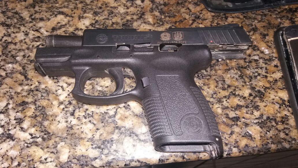 Pistola da policial foi localizada