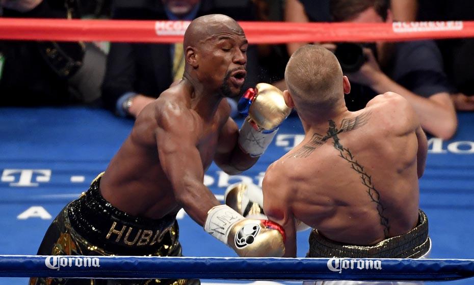 Floyd Mayweather desfere golpe contra McGregor