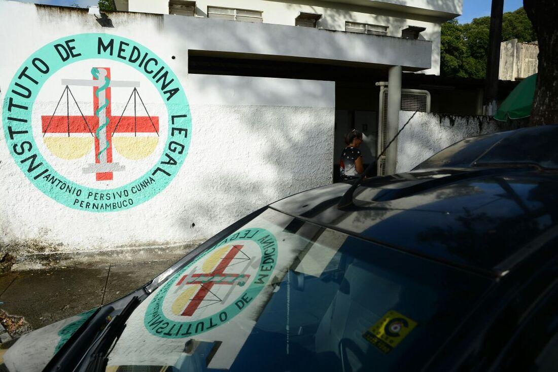 Homem mata esposa e se suicida no Recife