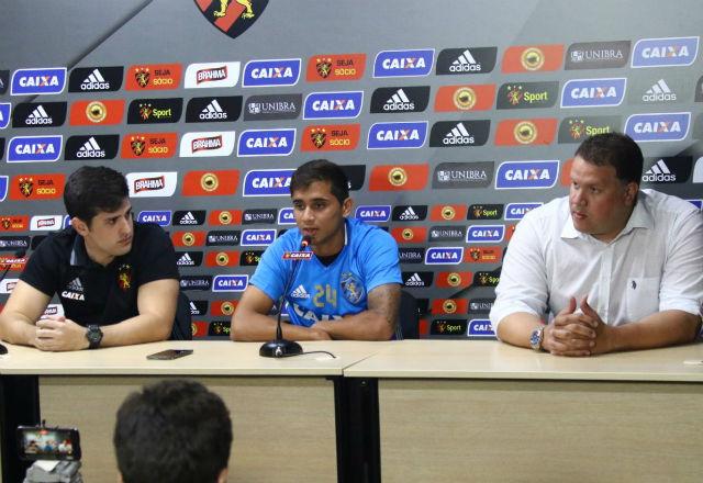Everton Felipe mostrou tranquilidade ao falar sobre lesão