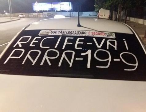 Taxistas prometem para o centro do Recife em protesto contra Ubers