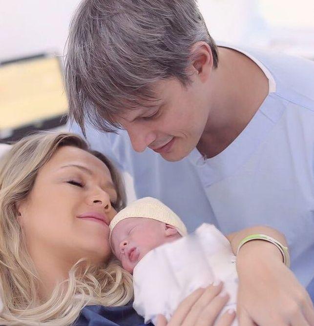 Eliana, Adriano e sua filha, Manuela
