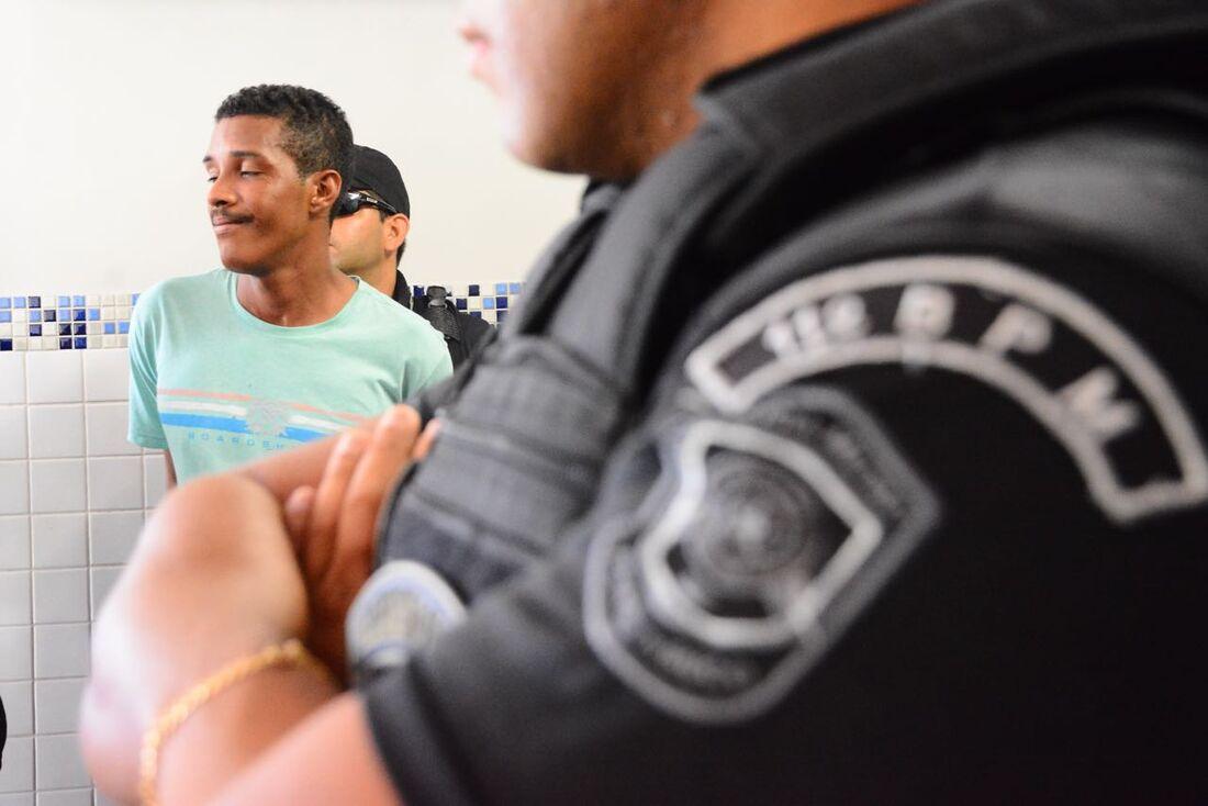 Homem foi preso por agredir ex-mulher com capacete