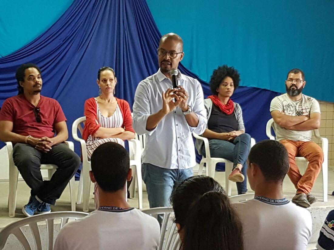 Deputado estadual Edilson Silva participa do projeto Escola de Cidadania