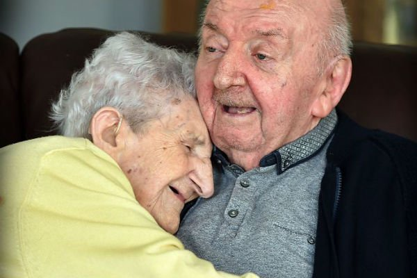 Ada Keating e o filho, Tom Keating
