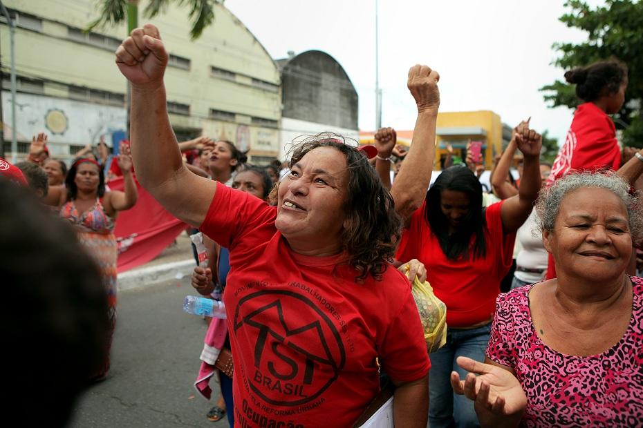 Família fizeram manifestação em frente à Prefeitura do Recife