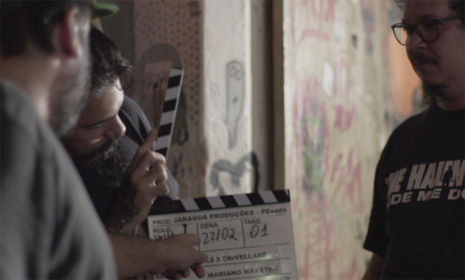 Leo Crivellare, Jacques Barcia (Rabujos) e Wilfred Gadêlha: diretores ladeiam um dos entrevistados do filme