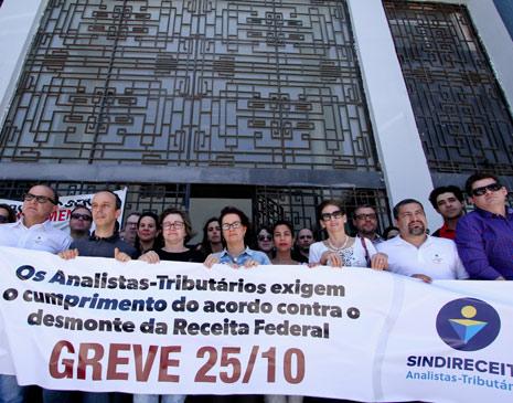 Ato público de analistas-tributários no Recife