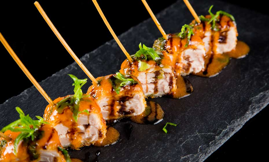 Petisco ou sushi? Novos pratos contam com a criatividade de sushiman tarimbado