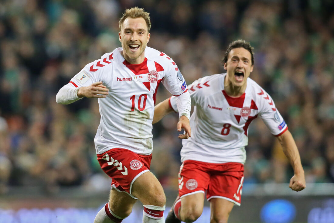 Eriksen comemora um dos gols marcados na goleada