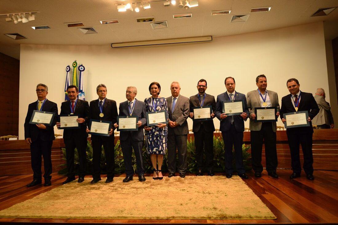 TCE-PE entrega medalhas Nilo Coelho
