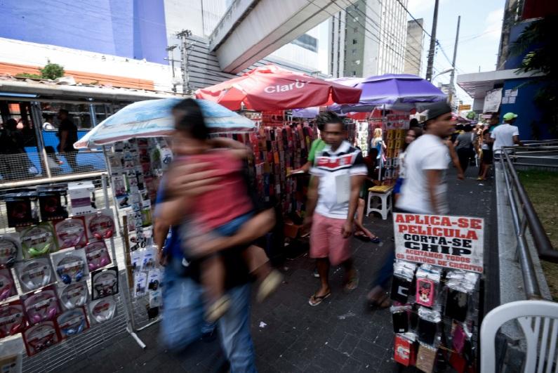 Comércio informal na avenida Conde da Boa Vista