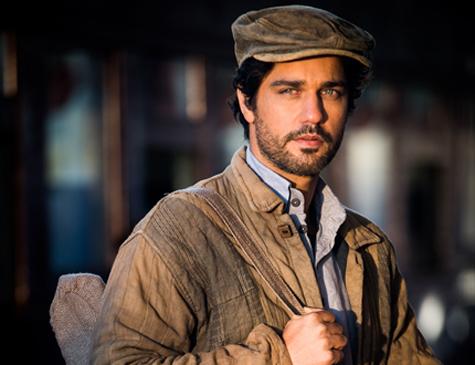 Bruno Cabrerizo é Inácio em 'Tempo de Amar'