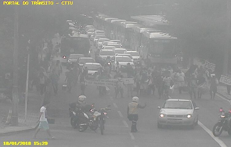 Protesto na avenida Caxangá