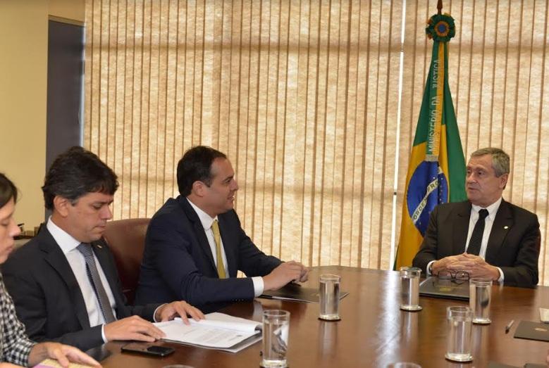 Governador Paulo Câmara se reuniu com o ministro Torquato Jardim