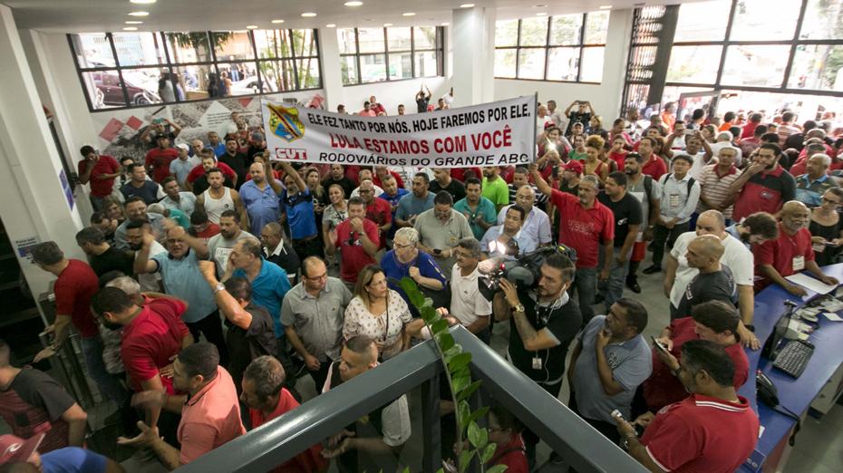 Sindicalistas fazem ato em defesa de Lula