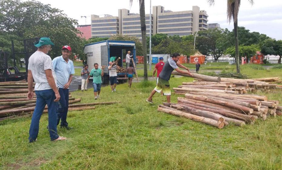 Acampamento pró-Lula sendo montado em Porto Alegre