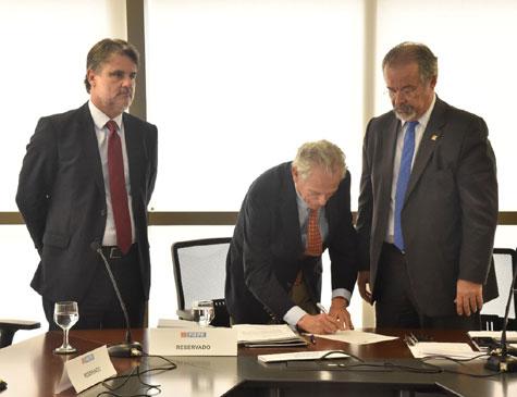Raul Henry, Ricardo Essinger e Raul Jungmann criam Comdefesa