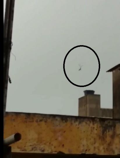 Helicóptero caiu no bairro do Pina, no Recife