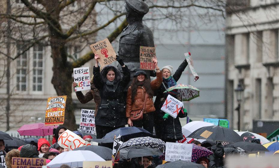 Em Londres, manifestantes expressam seu cansaço com o assédio sexual, a violência e a discriminação sofridos pelas mulheres