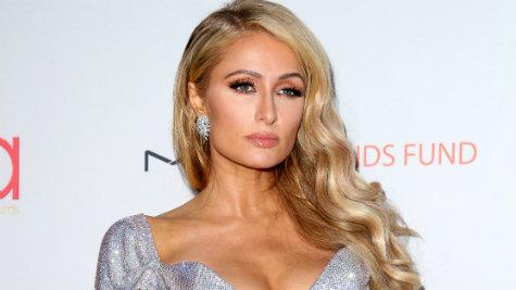 Paris Hilton oferece R$ 32 mil para achar cão roubado