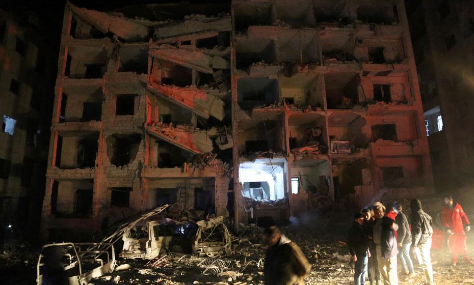 Danos deixados pela explosão na base para jihadistas asiáticos na Síria