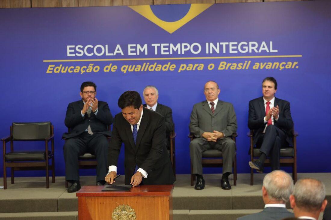 Presidente Michel Temer assina decreto para liberar verba para escolas em tempo integral