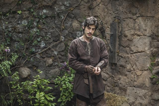 Vinicius Redd é Tiago em 'Deus Salve o Rei'