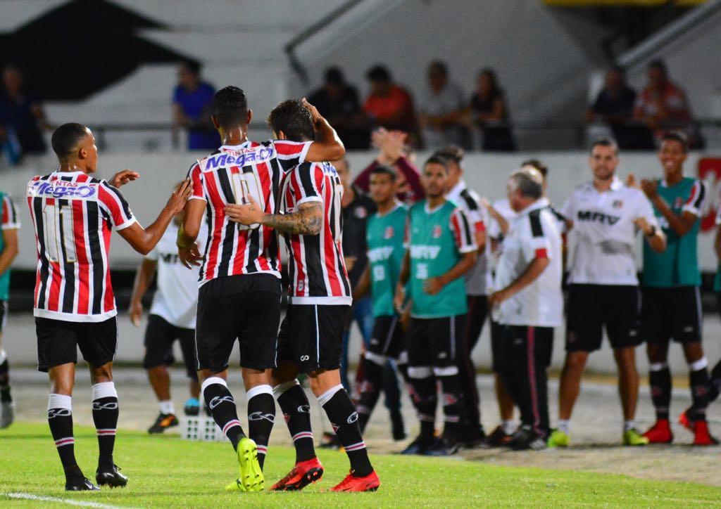 Vinícius, camisa 9, estreou contra o Central