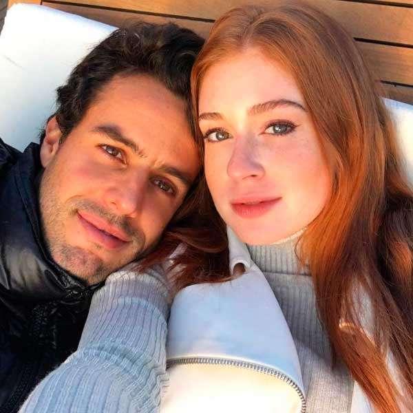 A atriz de 22 anos com o esposo, de 32
