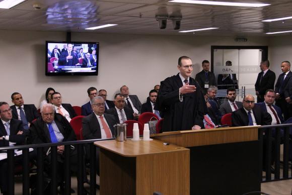 O advogado Cristiano Zanin fala no julgamento de recurso da defesa de Lula no caso do triplex