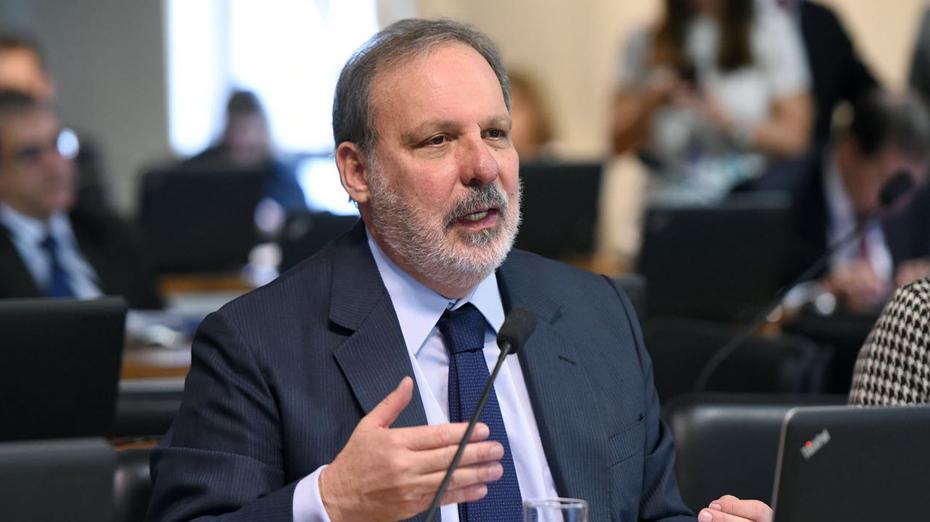 Armando Monteiro é senador pelo PTB