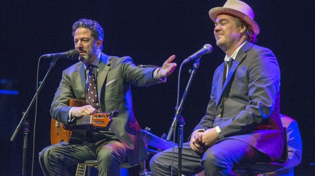 John Pizzarelli e o neto de Tom Jobim, Daniel, dividem o palco