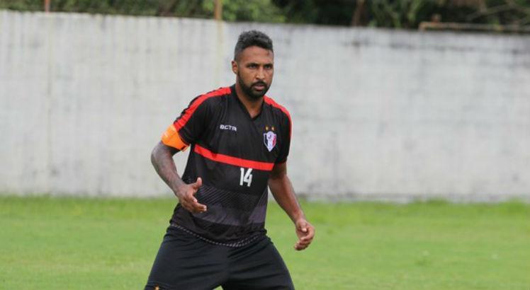Atacante Fabinho Alves tem 31 anos