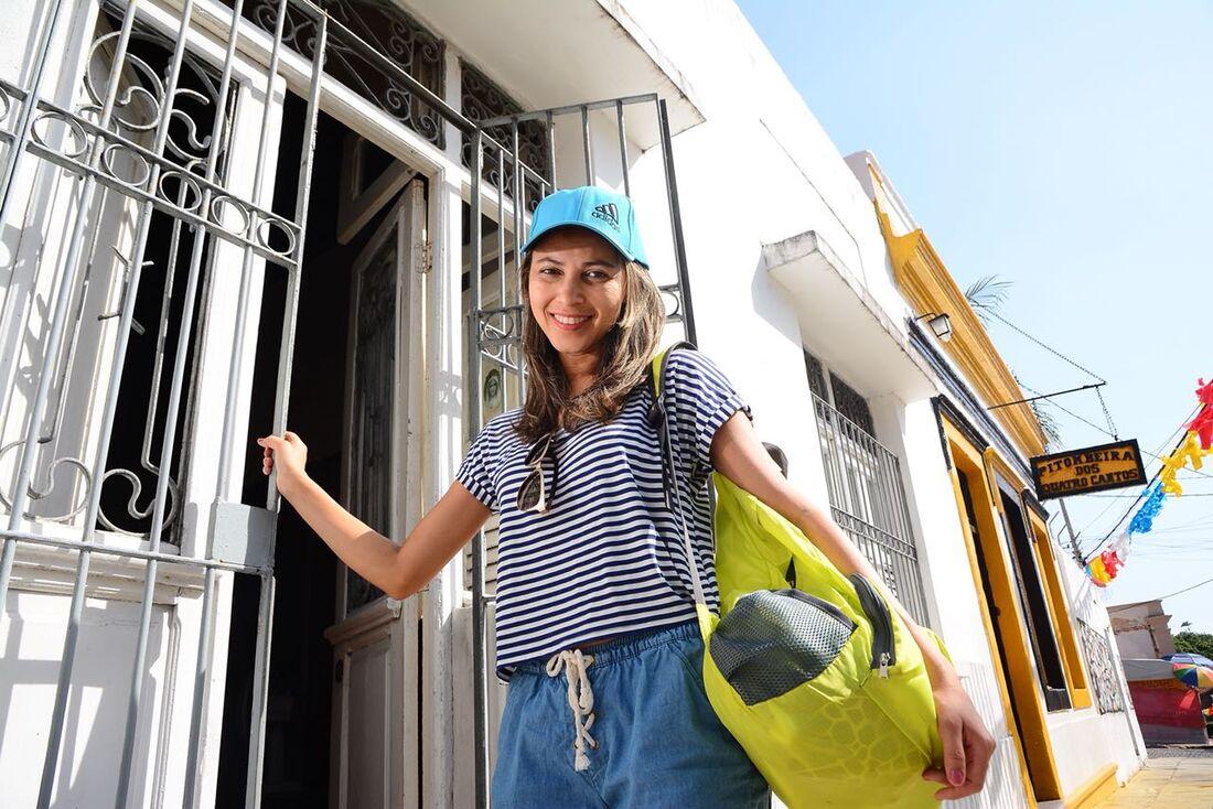 Maria Moura, 31, pretende ficar no Sítio Histórico de Olinda até a segunda-feira (12)