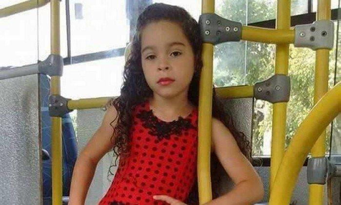 Adrielly Vitória de 7 anos morreu após inalar desodorante