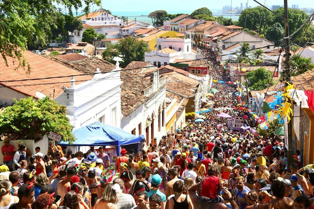 Multidão na ladeira da Misericórdia, em Olinda.