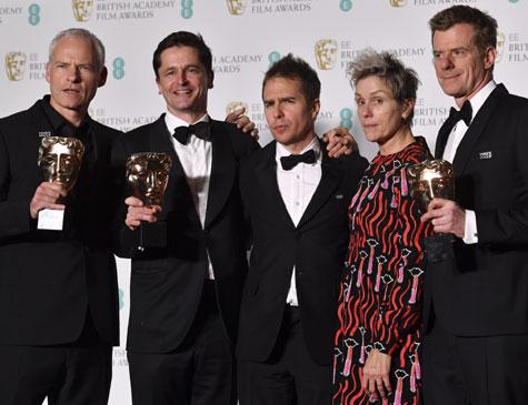 """Frances McDormand e equipe de """"Três anúncios"""", que venceu melhor filme e mais quatro prêmios"""