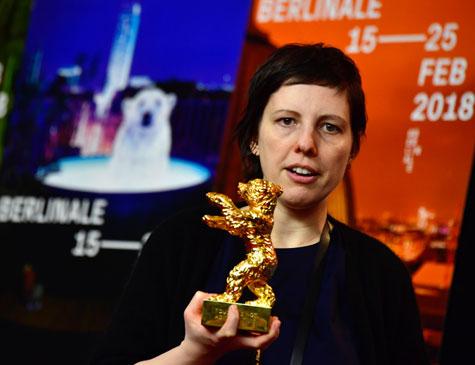 Romena Adina Pintilie, ao receber o prêmio