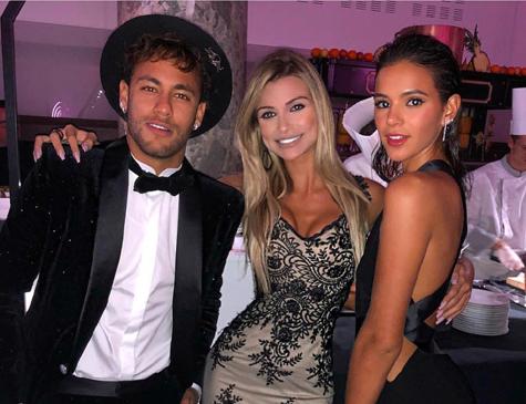 Neymar curte aniversário com Bruna Marquezine