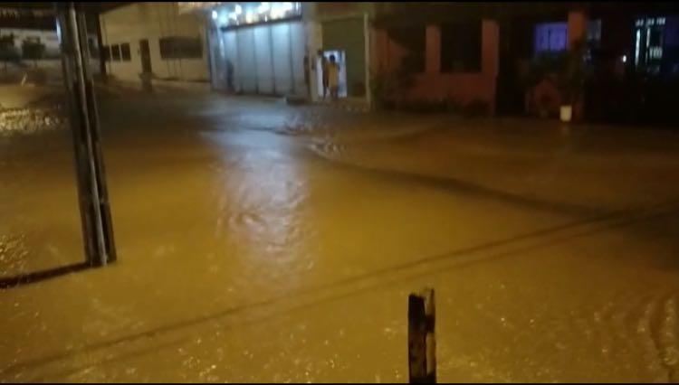 Centro de Cortês (PE) alagou por conta da chuva neste fim de semana