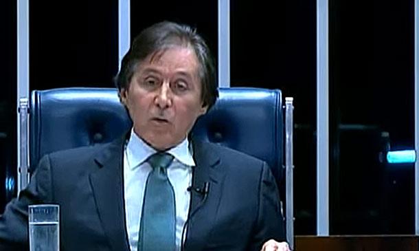 Eunício Oliveira em sessão no Senado