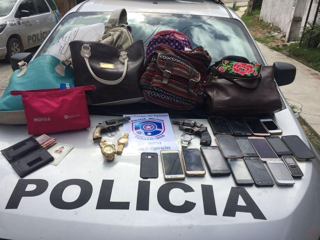 Suspeitos de roubo capotam carro durante tentativa de fuga em Santo Aleixo, Jaboatão dos Guararapes